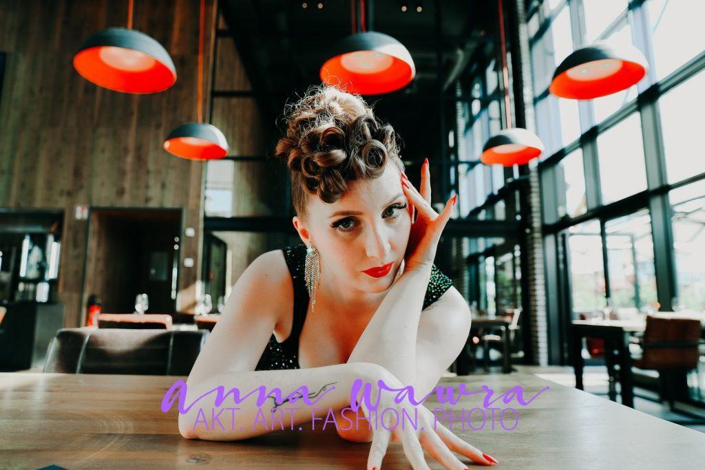 Fashion-Shooting beim Essen mit Mareike und Anna Wawra
